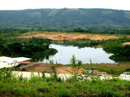 Un des lacs dans lesquels étaient déversés les gravats du minerai d' uranium @